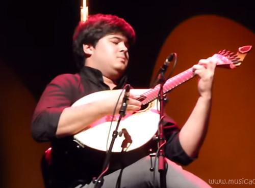 Angelo Freire brilha na guitarra portuguesa