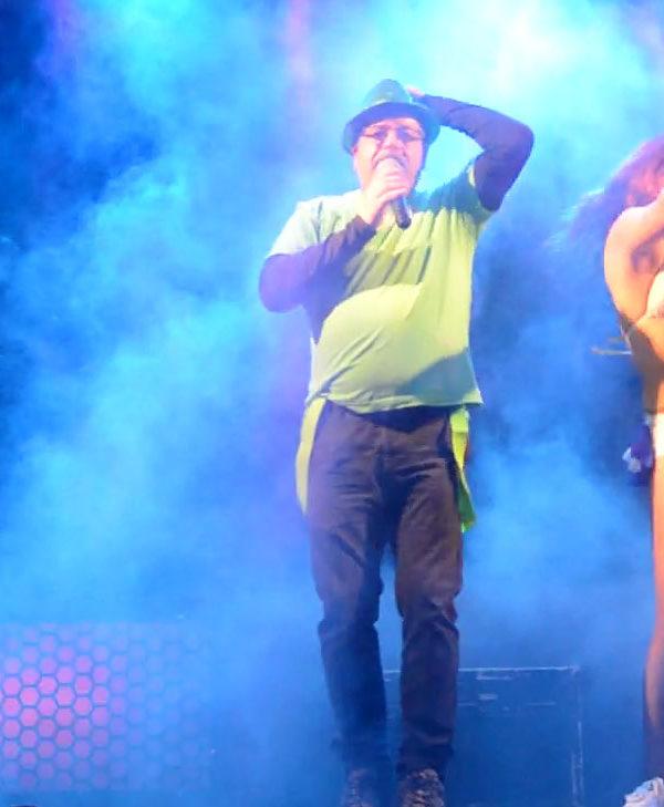 Xico com bailarinas, Xico cantor, Artistas, Artista Xico, espetaculo, baile, bailarico, conjuntos, bailes, grupos musicais